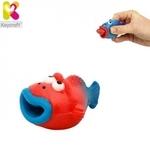 Keycraft NV173 Smieklīga gumijas Zivtiņa ar izlekamo mēli (5cm) bērniem no 3+ gadiem Sarkana