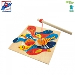 Woody 90014 Eko koka roku motorikas attīstoša spēle ar magnētiskiem elementiem - Makšķerēšana (13gab.) bērniem no 3 gadiem + (33x33x3.5cm)